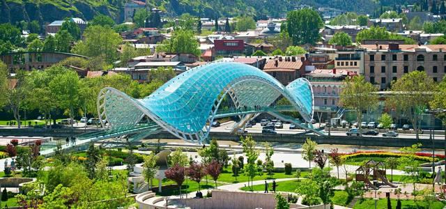 جسر السلام فى مدينة تبليسي عاصمة جورجيا